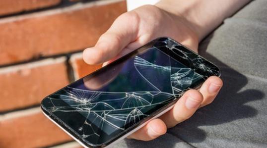 画面が破損したスマートフォンの...